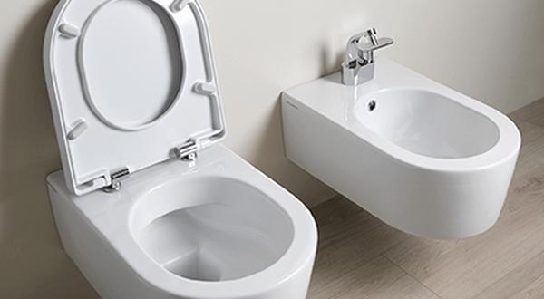 Perfekte Badreinigung: Randloses WC von Flaminia